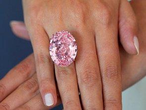 Růžový diamant za 1,805 miliardy korun